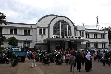 Stasiun Jakarta Kota Tambah Loket di Musim Mudik