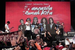 Slank Meriahkan Konser Damai #PancasilaRumahKita