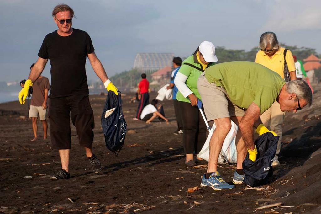 Konjen Australia Prakarsai Gerakan Kebersihan Pantai Bali-NTB