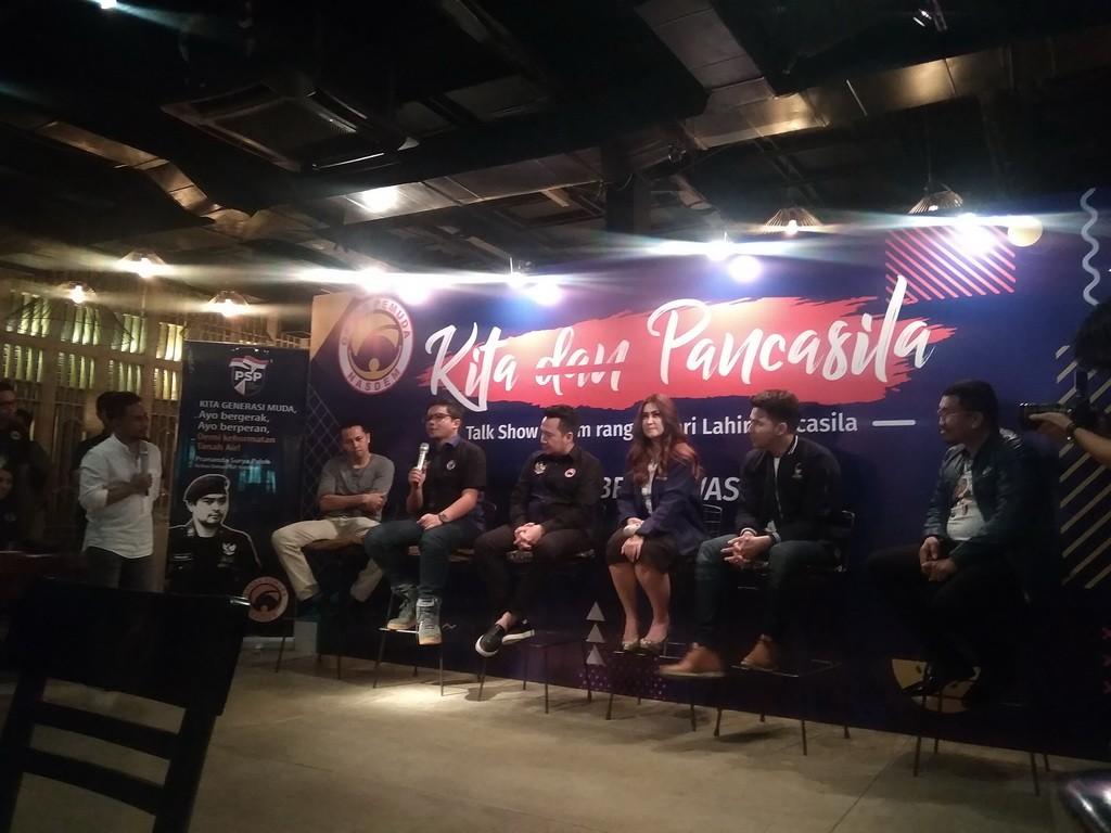 Fajar Nugros dalam diskusi Kita dan Pancasila di Kaffeine, kawasan SCBD, Jakarta, Jumat 1 Juni 2018. (Foto: Medcom.id/Cecylia Rura)