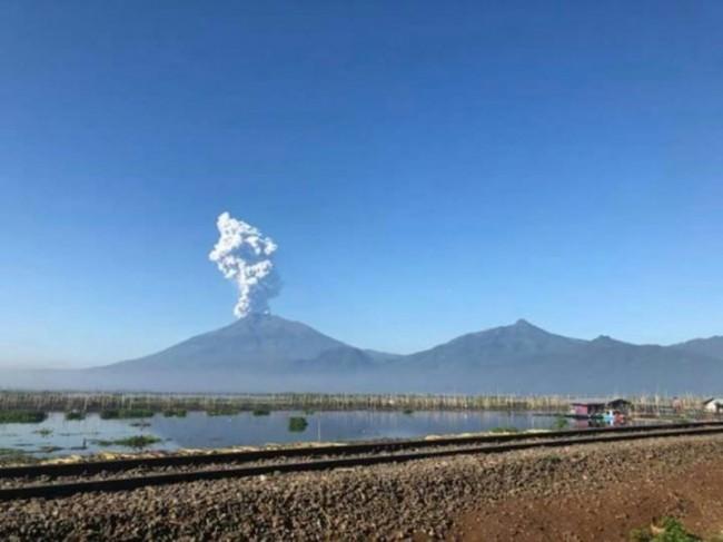 Ilustrasi erupsi Gunung Merapi - foto: istimewa.