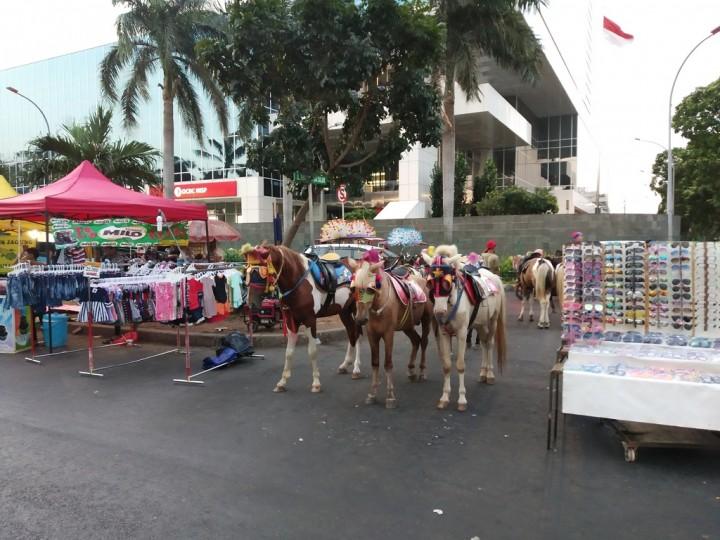 Ngabuburit Asyik Sambil Menunggang Kuda