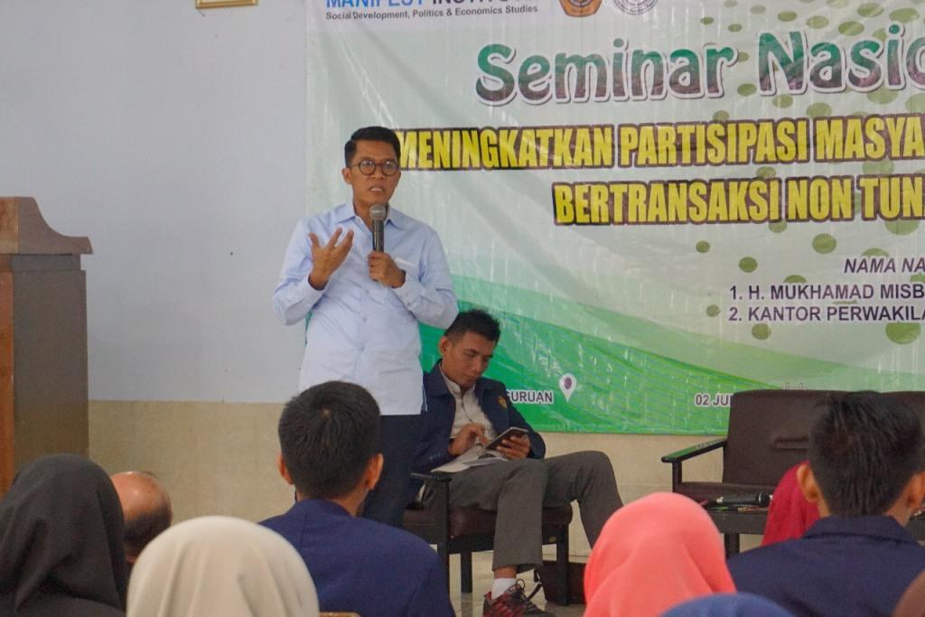 Anggota Komisi XI DPR RI Mukhamad Misbakhun menjadi pembicara seminar nasional bertajuk 'Meningkatkan Partisipasi Masyarakat untuk Bertransaksi Non-tunai', Sabtu, 2 Juni 2018. Foto: Istimewa.