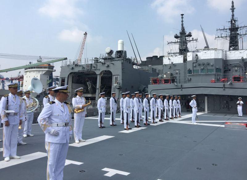 Kapal latih Jepang mengunjungi Indonesia (Foto: Sonya Michaella).