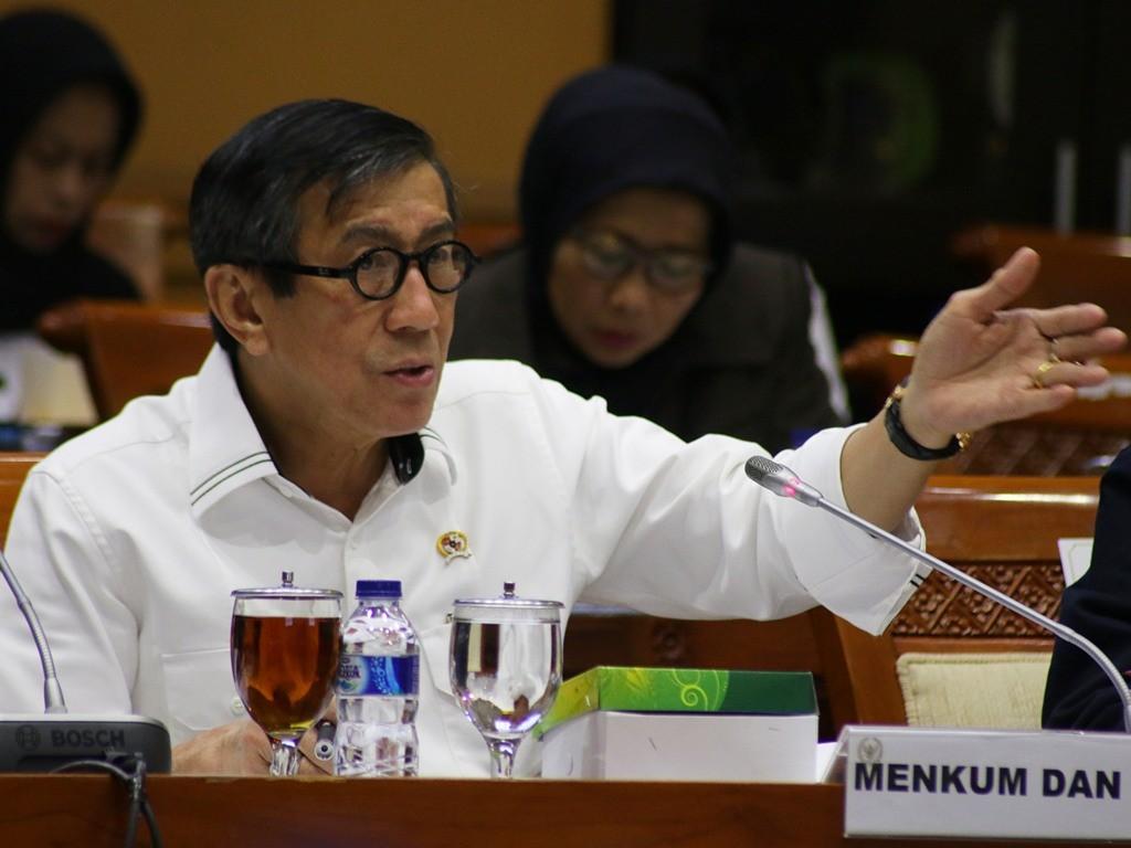 Menteri Hukum dan HAM Yasonna Laoly menghadiri rapat kerja bersama Komisi III DPR di Kompleks Parlemen, Senayan, Jakarta, Rabu (11/4). (Foto: Antara/Rivan Awal Lingga).