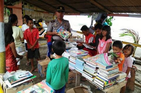 Berburu Buku di Lokasi Bekas Pesta Miras