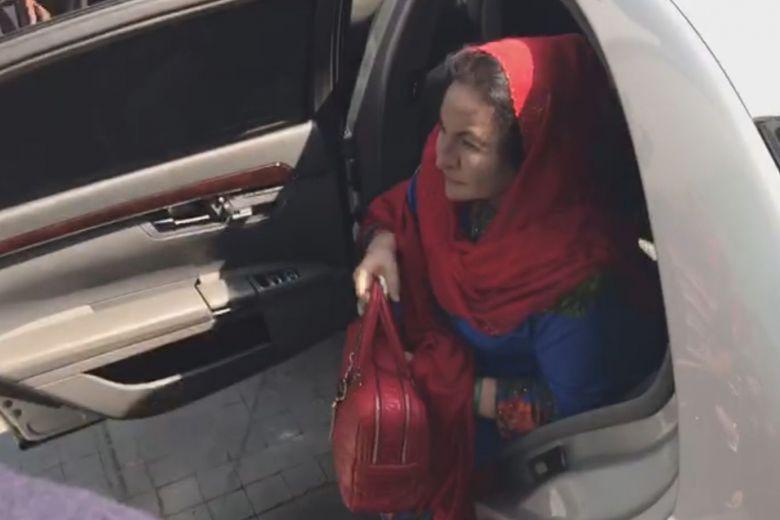 Istri Najib Razak, Rosmah Mansor saat tiba di Putrajaya. (Foto: Strait Times/NADIRAH RODZI)
