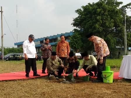 Jokowi-JK meletakkan batu pertama pembangunan UIII di Depok/Medcom.id/Fikar