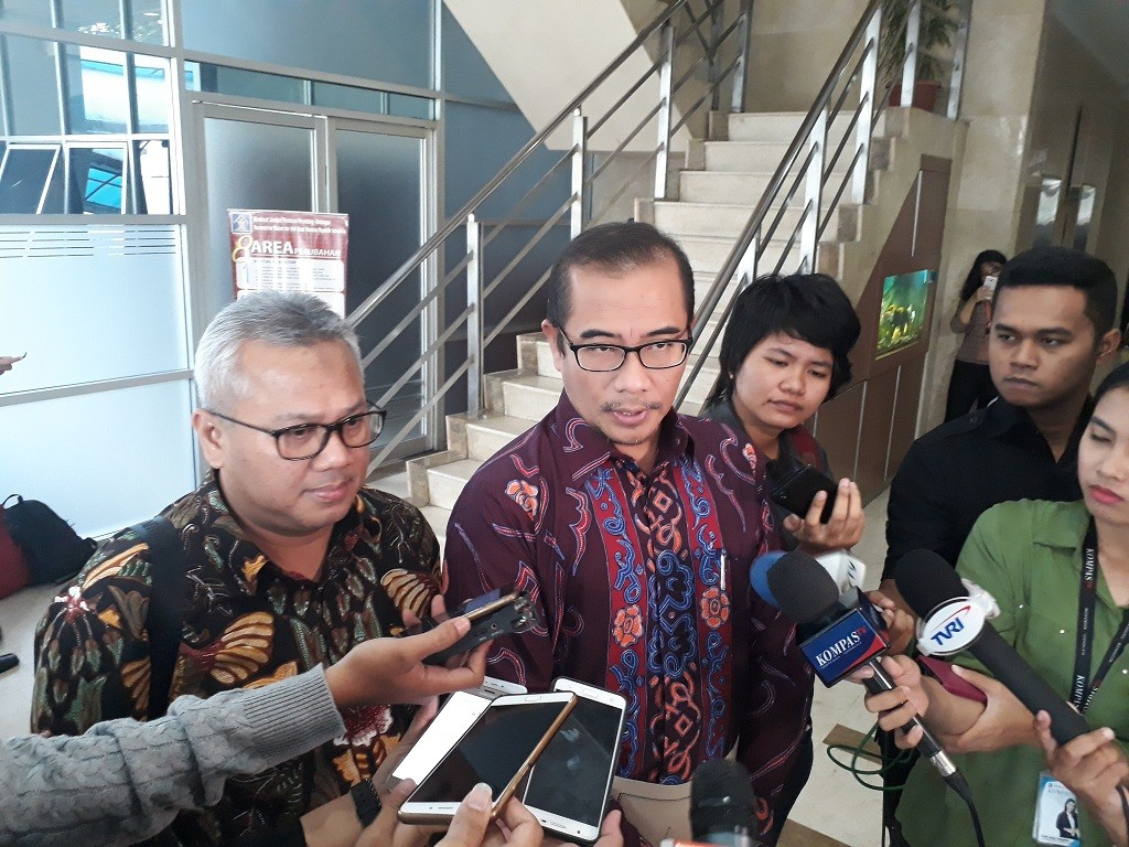 Komisioner KPU Hasyim Asyari dan Arief Budiman - Medcom.id/M Sholahadhin Azhar.