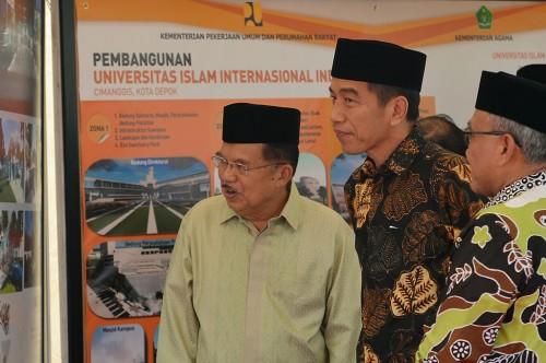 Presiden Joko Widodo (tengah) bersama Wakil Presiden Jusuf Kalla