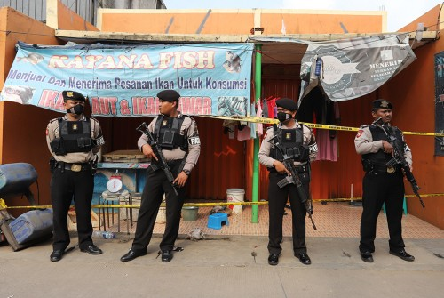 Polisi melakukan penangkapan terduga teroris.  Foto: