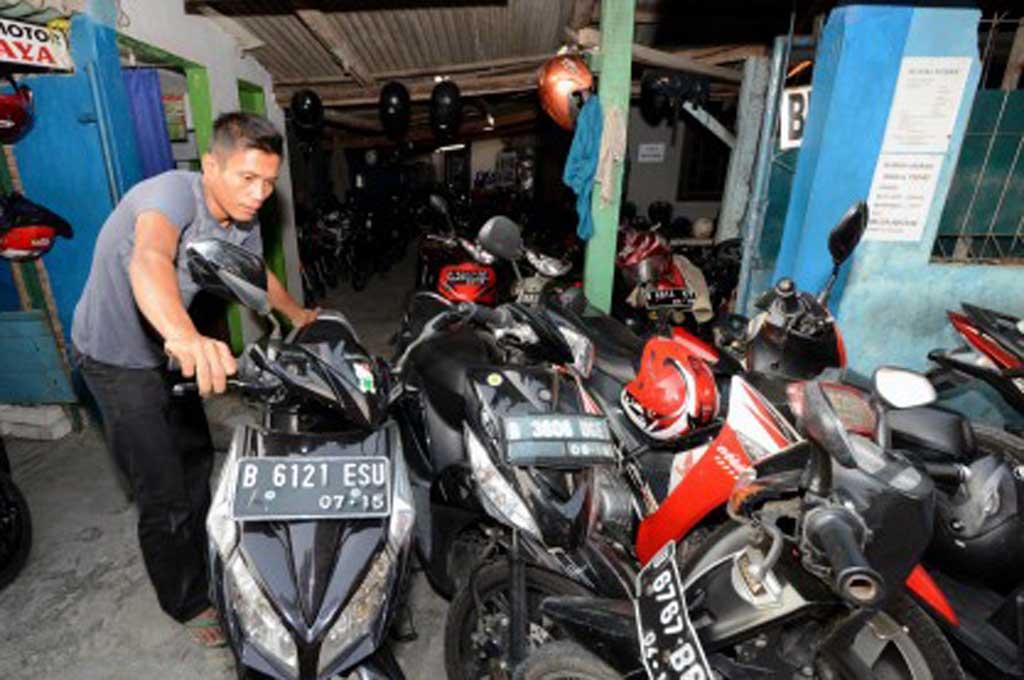 Pemudik bisa menitipkan sepeda motornya ke kantor kelurahan dan kecamatan. Dok.MI