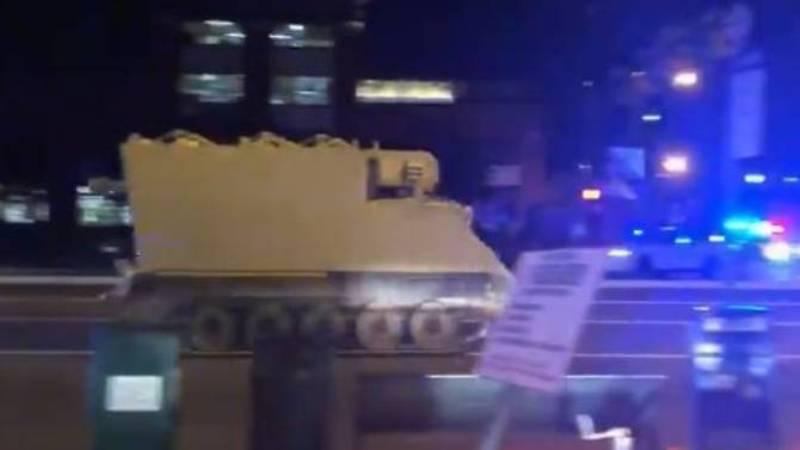 Kendaran lapis baja yang dibawa kabur prajurit Amerika Serikat (AS) di Virginia (Foto: Channel News Asia).