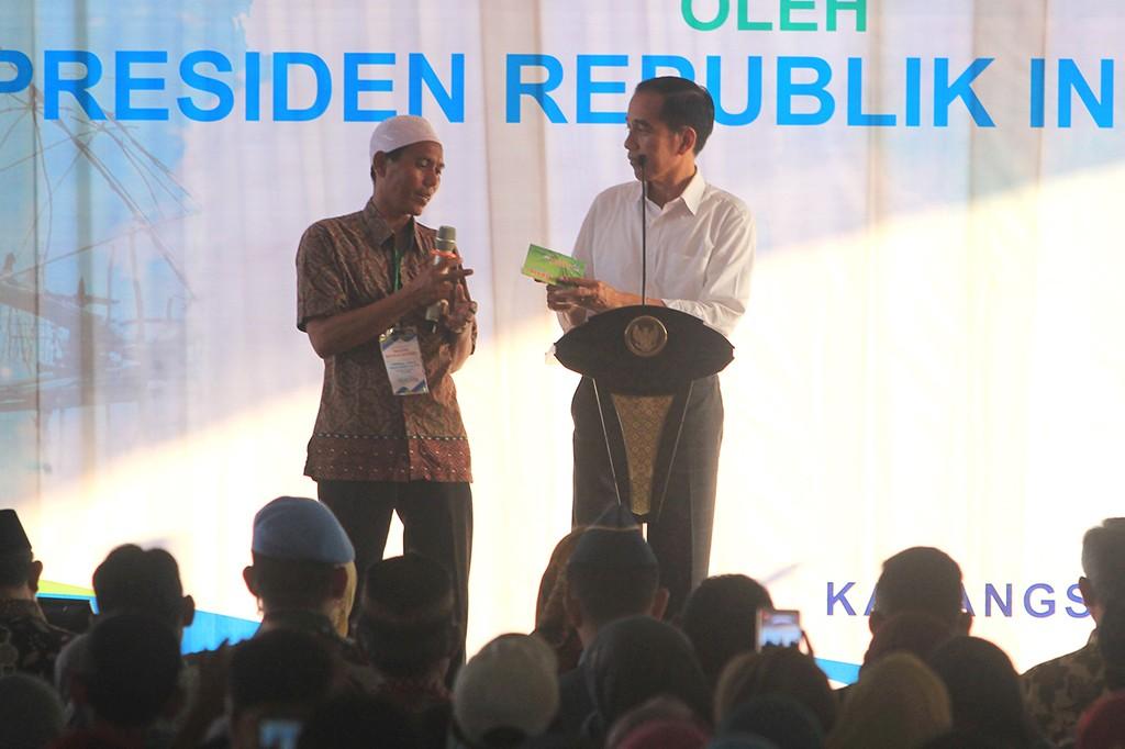 Jokowi Resmikan Bank Mikro Nelayan di Indramayu