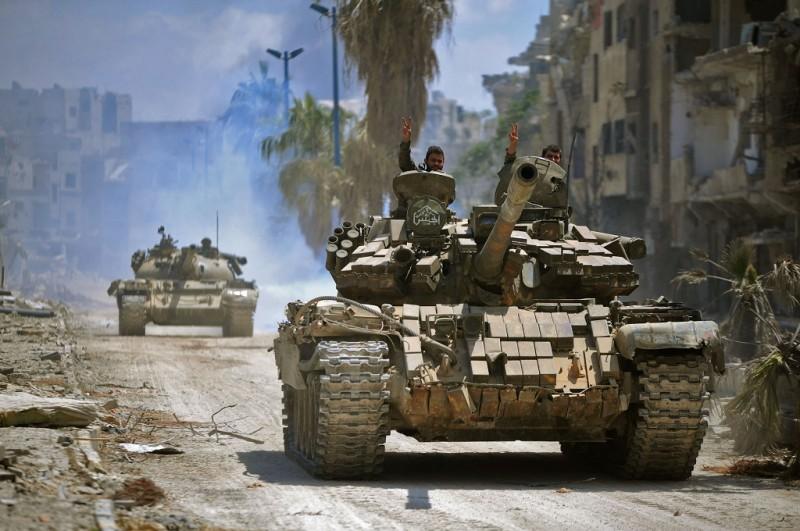 Pasukan pemerintah bergerak menuju posisi militan ISIS di distrik Hajar al-Aswad, Damaskus, Suriah, 14 Mei 2018. (Foto: AFP/SANA)