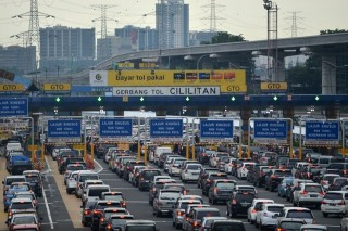 Transaksi Non Tunai Urai Kepadatan di Pintu Tol