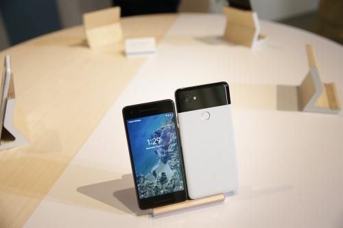 Google Pixel 2 dan Pixel 2 XL. (AFP PHOTO / Elijah Nouvelage)