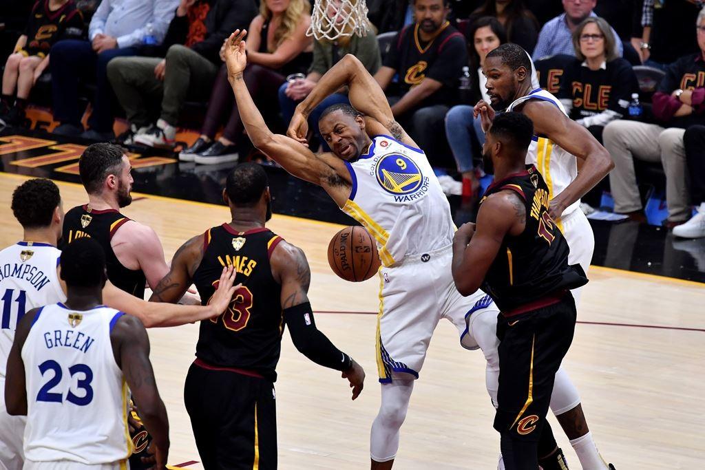 Suasana Warriors vs Cleveland Cavaliers. (Foto: AFP/Jamie Sabau)