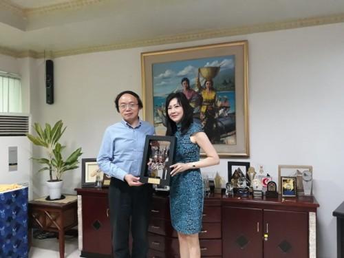 Tim perwakilan dari Universitas Fudan saat mengunjungi Kantor
