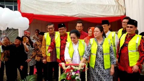 Megawati dan Puan <i>Groundbreaking</i> Masjid At-Taufiq