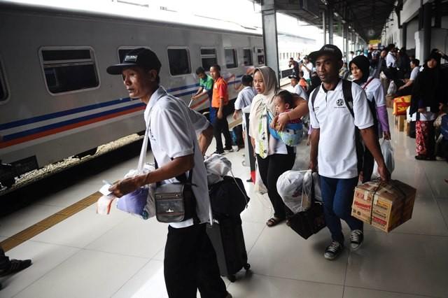 Pemudik Lewat Kereta Api Mulai Padati Cirebon