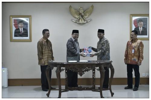 Mendikbud, Muhadjir Effendy saat menerima LHP dari BPK.