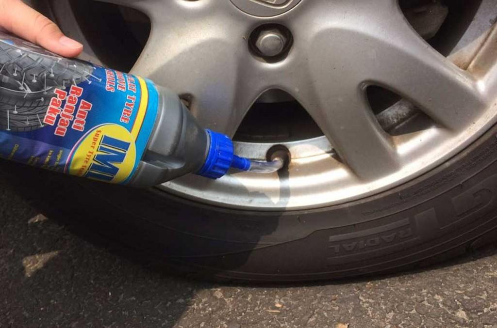 Pakai cairan anti bocor tak boleh sembarangan, harus sesuai dengan jenis kendaraannya. medcom.id/Ahmad Garuda