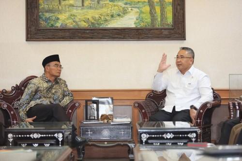 Menteri Desa PDTT, Eko Putro Sandjojo bertemu dengan Mendikbud,