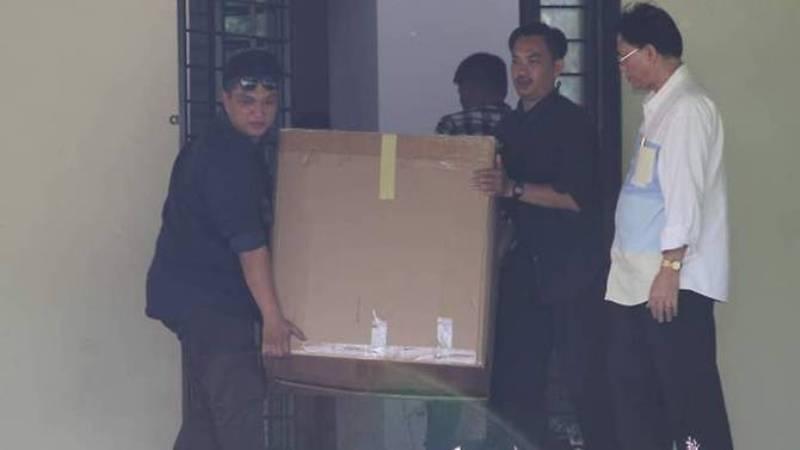 Polisi Malaysia lakukan penyelidikan di rumah yang diduga memiliki kaitan dengan mantan PM Najib Razak (Foto: Bernama).