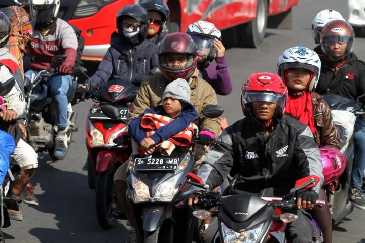 101.504 Pemudik Motor Melintasi Pantura Cirebon