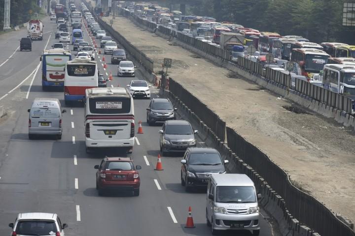 Contraflow Diterapkan di KM 36 Tol Jakarta-Cikampek