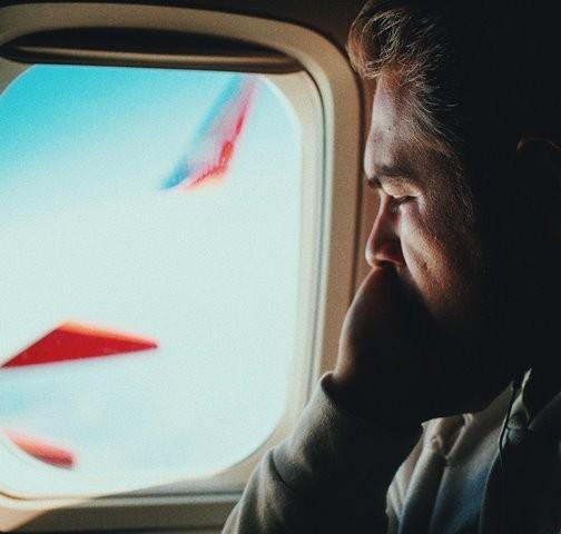 Berikut ini adalah beberapa tips untuk menghindari sakit akibat bepergian dan jet lag dari perjalanan dengan pesawat. (Foto: Jesse Ramirez/Unsplash.com)