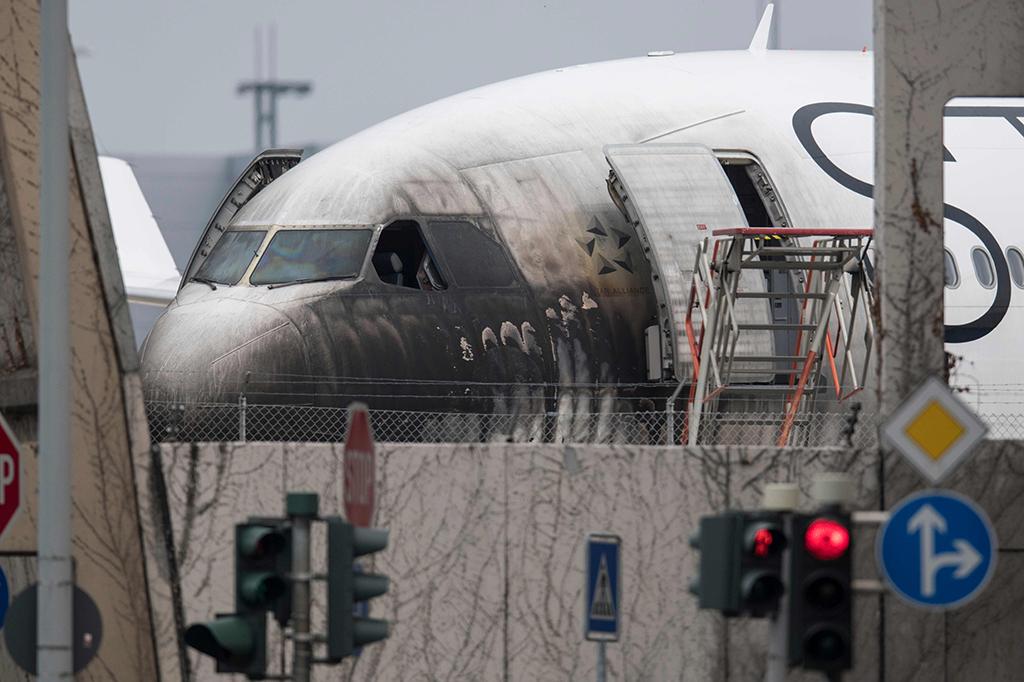 Pesawat Lufthansa Terbakar di Bandara Frankfurt, 10 Orang Terluka