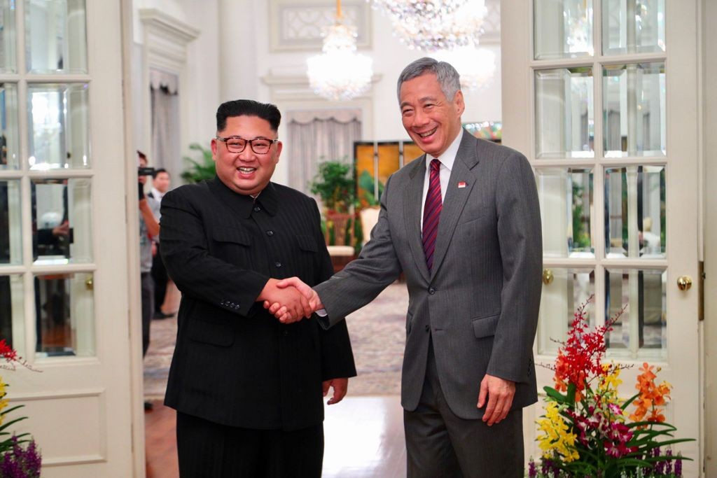 Kim Jong-un dan PM Singapura Lee Hsien Loong. (Foto: AFP)