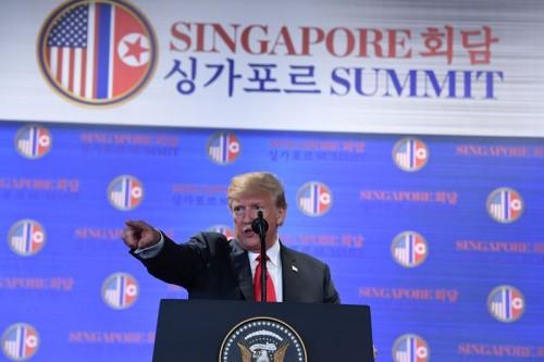 Presiden AS Donald Trump berbicara kepada jurnalis usai