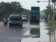 Warga Keluhkan Jalan Nasional di Surabaya Rusak