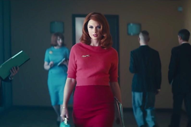 Taylor Swift dalam video musik Babe dari grup trio Sugarland (vevo)