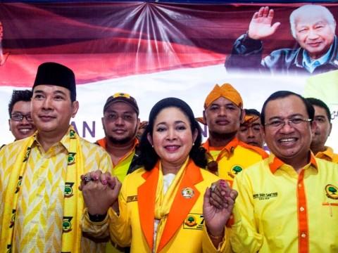 Ketua Umum Partai Berkarya Tommy Soeharto (kiri), Sekjen Partai