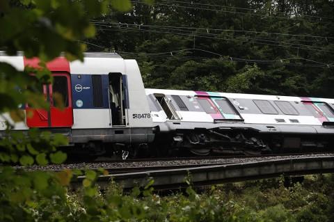 Kereta Tergelincir di Pinggiran Paris, 7 Terluka