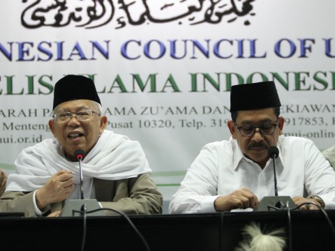 Ketua Umum Majelis Ulama Indonesia (MUI) KH Ma'ruf Amin (kiri)