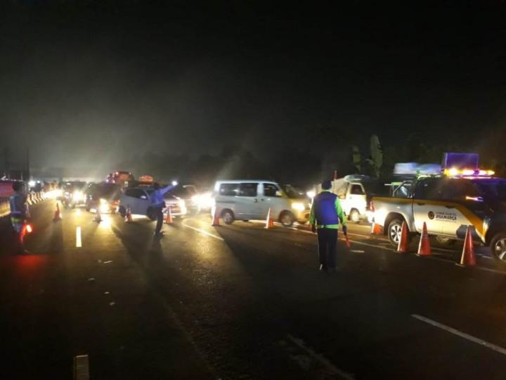 Macet Puluhan Kilometer, Lalin Tol Jakarta-Cikampek Dialihkan