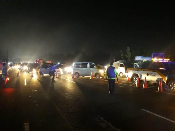 2.272 Kendaraan di Tol Jakarta-Cikampek Dialihkan Via Cikarang Barat