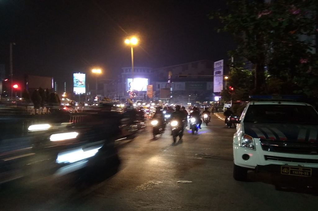 Suasana lalu lintas di jalan arteri di Bekasi, Selasa 12 Juni 2018, Medcom.id - Antonio