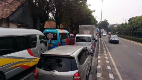 Jalur arteri di Jalan Dipenogoro,Tambun Selatan dipadati