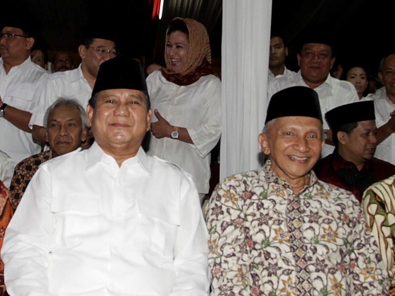 Ketua Umum (Ketum) sekaligus Dewan Pembina Partai Gerindra Prabowo Subianto (kanan) dan Ketua Majelis Pertimbangan PAN Amien Rais (kiri). Foto: Antara/Muhammad Adimaja.