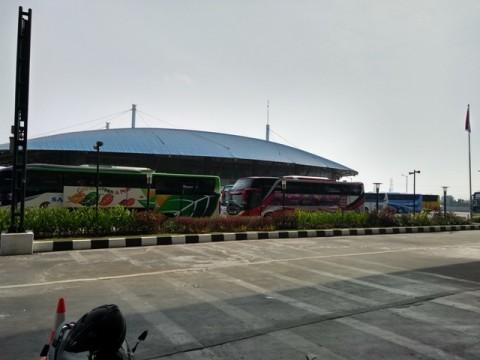 Bus terparkir di Terminal Pulogebang. Foto: Medcom.id/Damar
