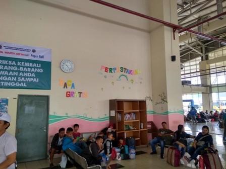 Situasi ruang tunggu Terminal Pulogebang/Medcom.id/Damar Iradat
