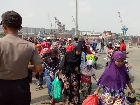 Pemudik melaut melalui Pelabuhan Tanjung Priok, Jakut. Foto:
