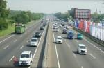 Kemacetan di Tol Jakarta-Cikampek Akibat Penyempitan Jalan