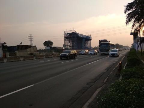 Kondisi Lalu Lintas di Km 19 Tol Jakarta-Cikampek arah